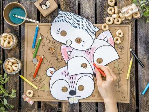 Masque en papier à colorier